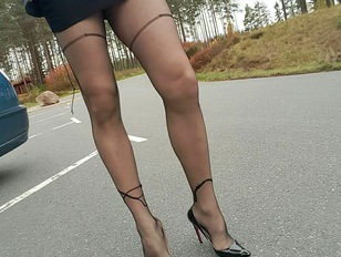 Crossdresser Slut Sandy Shows Super Sexy Legs