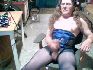 Amateur crossdresser in corset masturbates