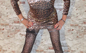 its me annete in leopard dress