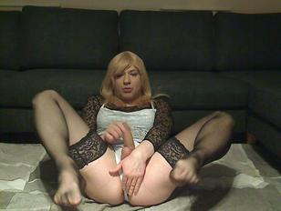 Sandy Summer Sexy Slut Jerking Again