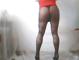 Damla Shaking Ass With Red Blouse