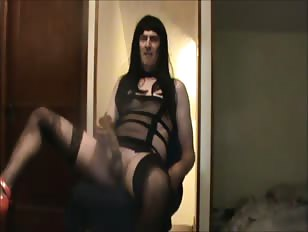 Amateur CD Gets Horny After Watching Porn on TV