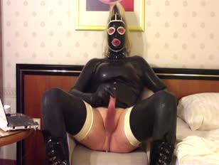 Horny CD in Latex Wanking