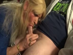 Dude Gets Amazing Blowjob From CD