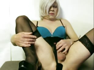 Blonde CD Jerks On Live Webcam